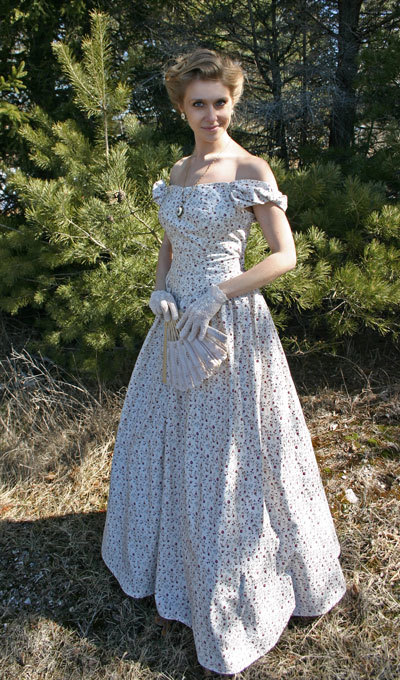 Clearance Meggie Victorian Gown - Size Medium 35 inch