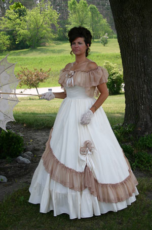 Clearance Victorian Ball Gown - Fits B41 W41