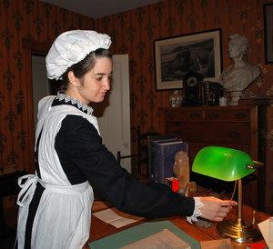 Interpreter Dana Haber of Historic Huguenot Street