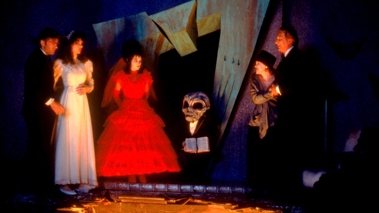 Family Halloween fun movie - Beetlejuice
