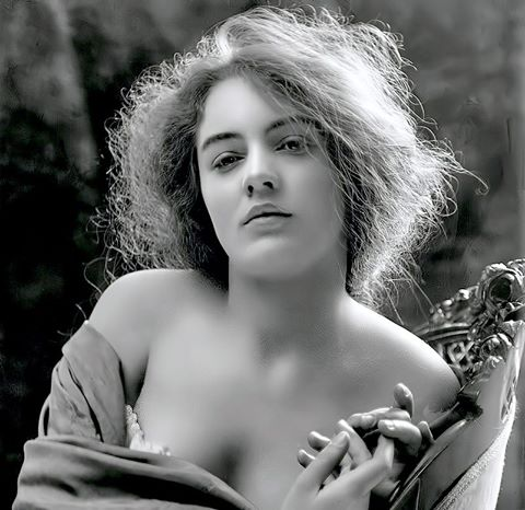Nesbit photographed by Sarony, 1902