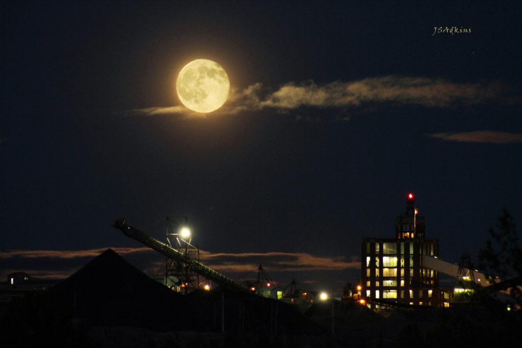 Jennifer Adkins photographer - Bad Moon Rising Over Calcite