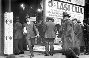 Men queuing for final purchases of alcohol before Prohibition started in January 1920.
