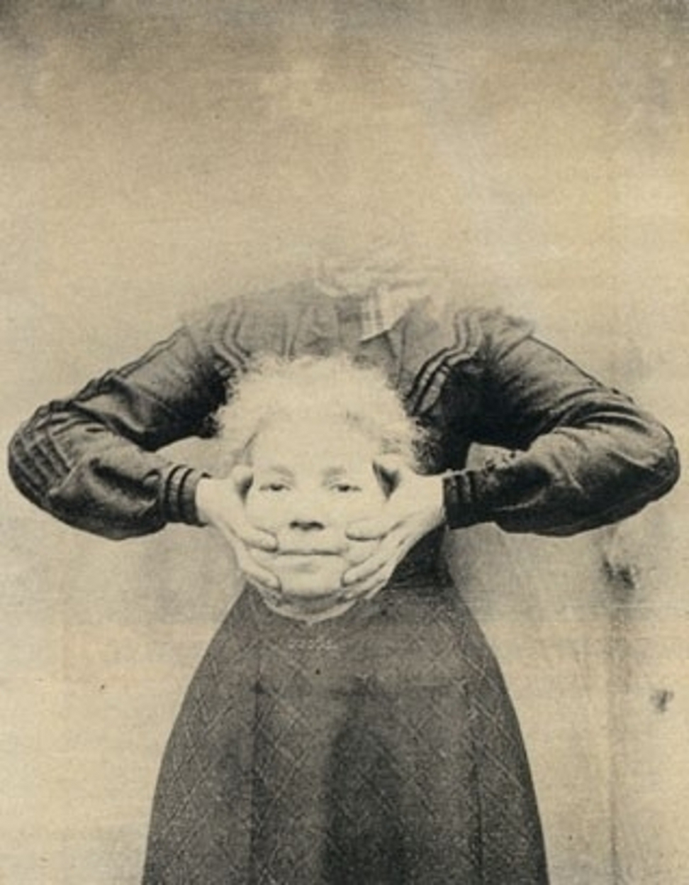 headless-photography-spooky-Victorian-traditions