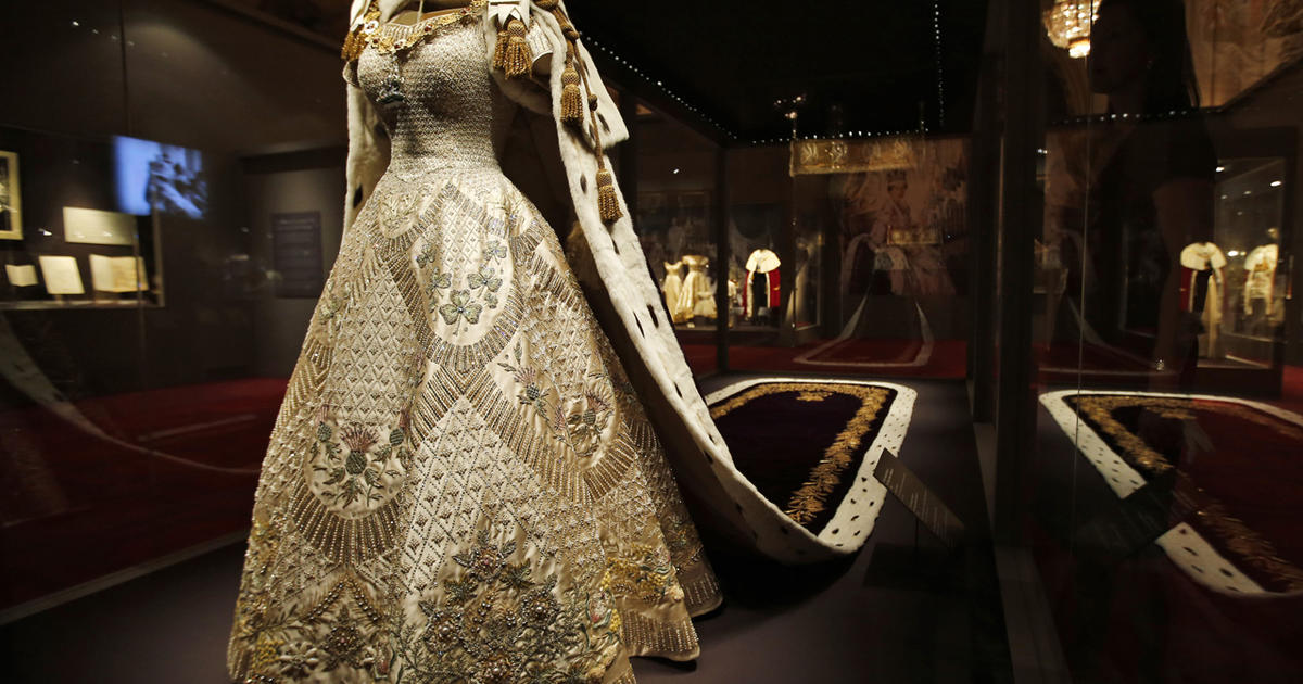 Coronation-robe-Elizabeth